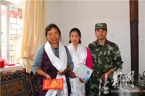 Grenzschutzoffiziere und -soldaten kümmern sich um bedürftige Schüler