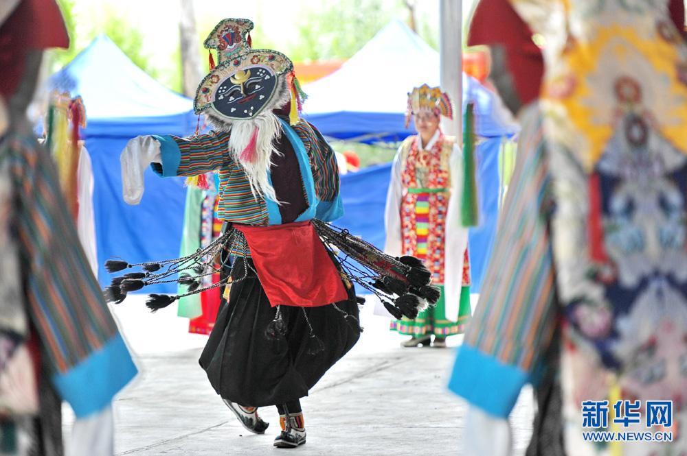Photos: attractive Tibetan opera