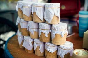 雪顿节将至 拉萨街头酸奶卖得火
