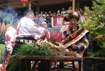 北川桃龙藏族乡欢度雪顿节