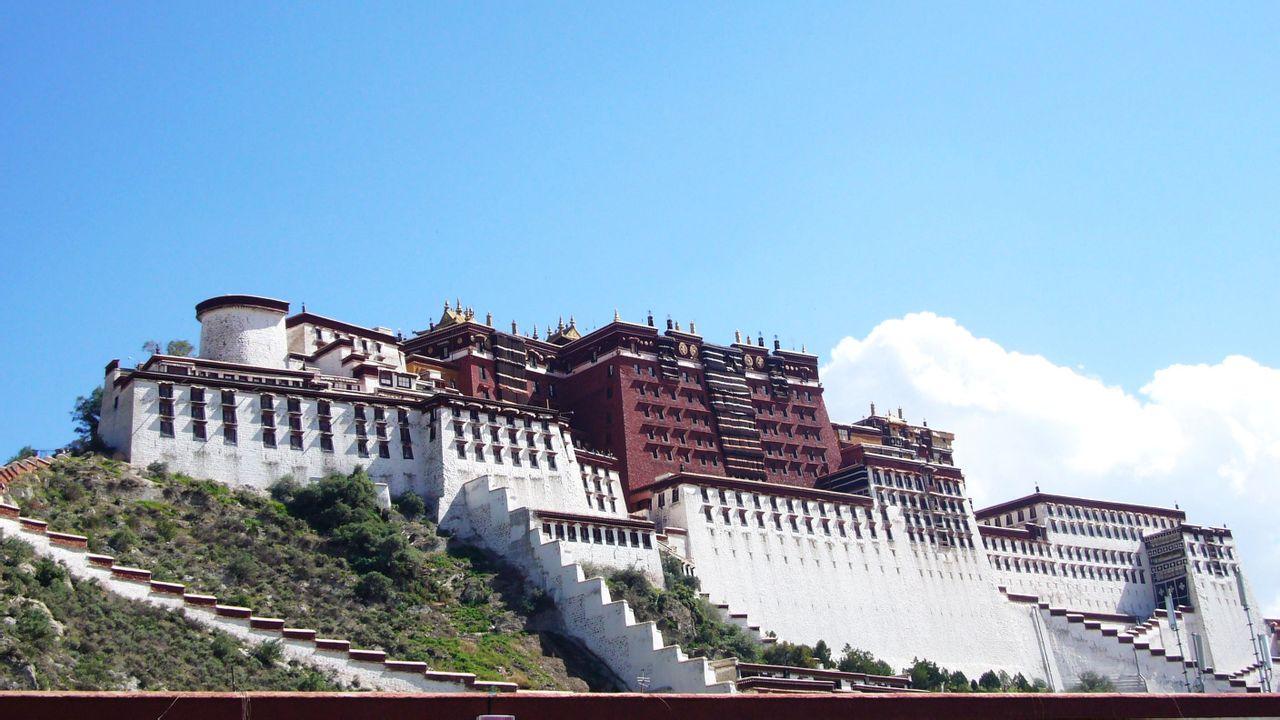 Feature: Senior EP member impressed by Tibet's modernization
