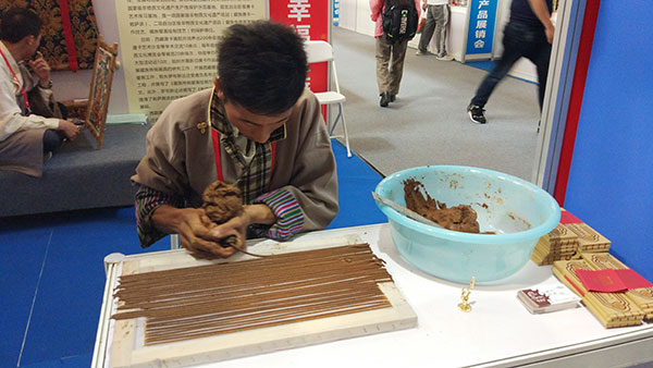 Tibetan products showcased in Beijing