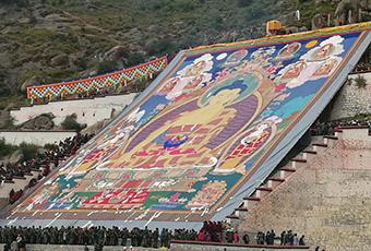 拉萨雪顿节拉开帷幕,哲蚌寺举行盛大的展佛活动