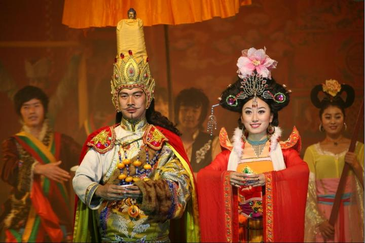 Songtsan Gampo won gold prize in National Ethnic Minority Arts Festival
