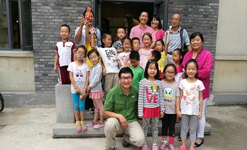 北大雏鹰公益社组织小朋友参观学校标本馆和博物馆