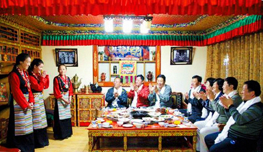 Many farmers and ferdsmen set foot in tourism industry in Tibet