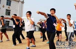西藏日喀则25名公务员赴鲁培训