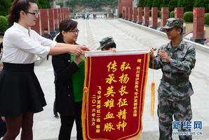 """飞夺泸定桥勇士传人81年后再""""回家"""""""