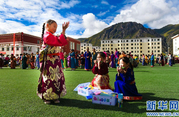 Nearly 10, 000 kids received school supplies in Yushu, Qinghai