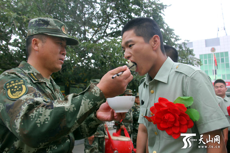 Border veterans say goodbye to military camps in Xinjiang