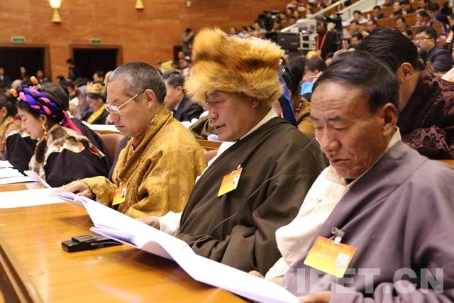 西藏第十届人民代表大会五次会议开幕