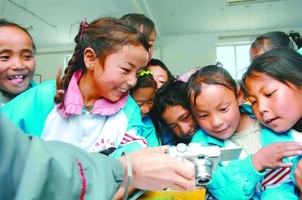 喜饶尼玛:西藏适龄学童入学率提高到96%