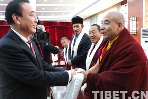 """西藏""""两会""""宗教界代表欢聚一堂 共叙发展"""