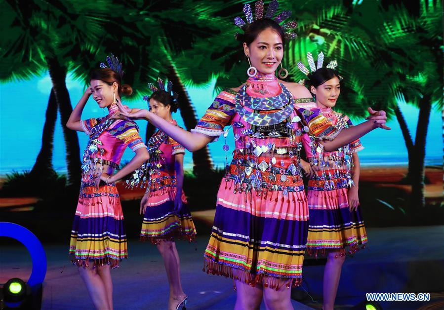 Folk costume show of Li ethnic group held in Hainan