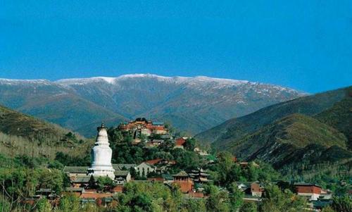 中国佛教博大精深 文化寺院之旅