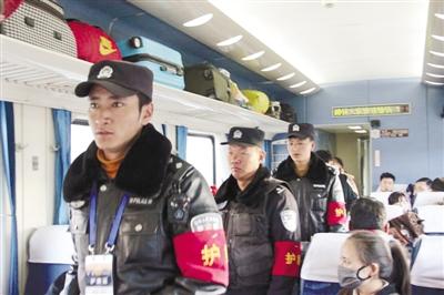 拉萨铁警开展旅客列车武装联合护乘工作