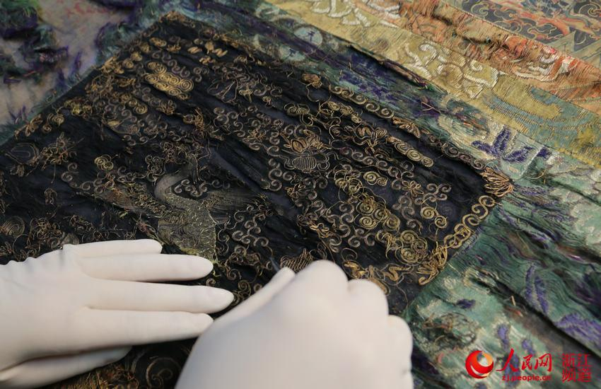 Skilled hands restore history in Hangzhou