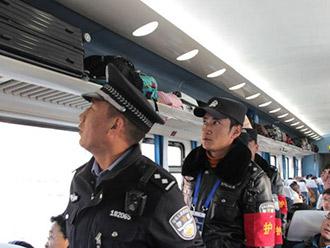 拉萨铁警温馨服务为旅客回家路保驾护航