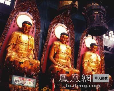 Wer sind die drei Buddhas in der Halle der großen Stärke?