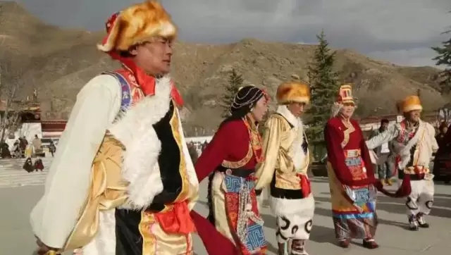 Tibet: Die Rentner-Tanzgruppe