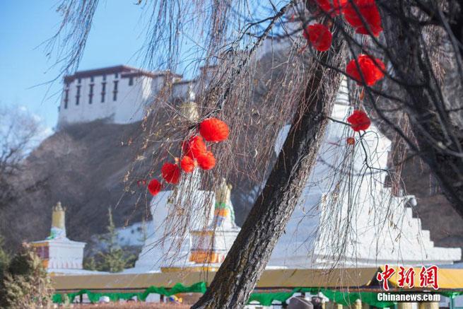 Lhasa erstrahlt zum Frühlingsfest