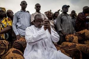 冈比亚败选总统贾梅发表讲话 宣布交出权力