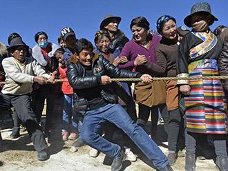 西藏尼木县群众举办迎新年活动