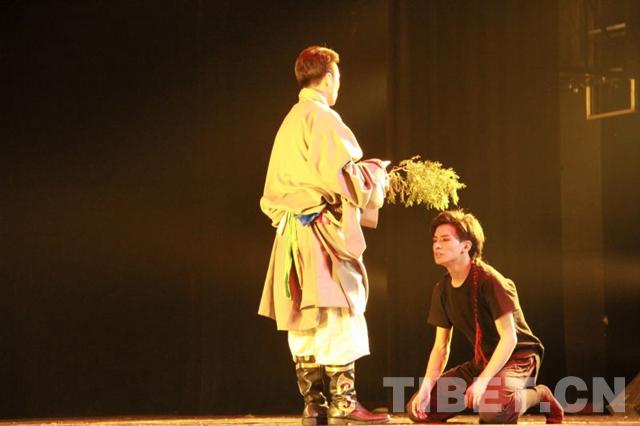 Junger Tibeter singt Tibet-Oper