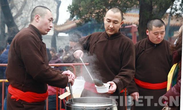 """雍和宫里喝粥""""接福"""",你来了吗?"""