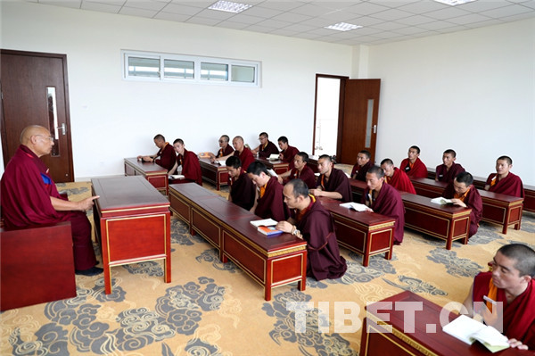 Neuer Campus des Tibetisch-Buddhistischen Instituts in Sichuan ist fertig