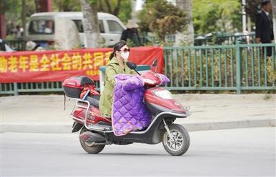 西藏天气逐渐变冷 注意添衣保暖