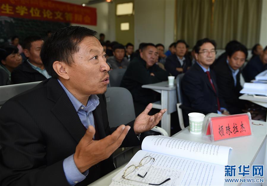 Tibetische Doktoranden haben Verteidigung bestanden