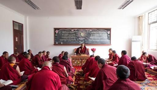 Tibets Buddhistisches Institut wird in fünf Jahren 750 Mönche aus abgelegenen Klöstern ausbilden
