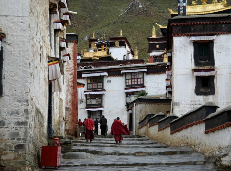 Tibet verbessert Lebens- und Kloster-bedingungen der Mönche und Nonnen