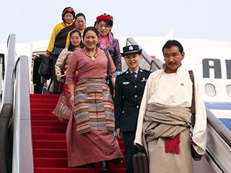 西藏十九大代表抵京
