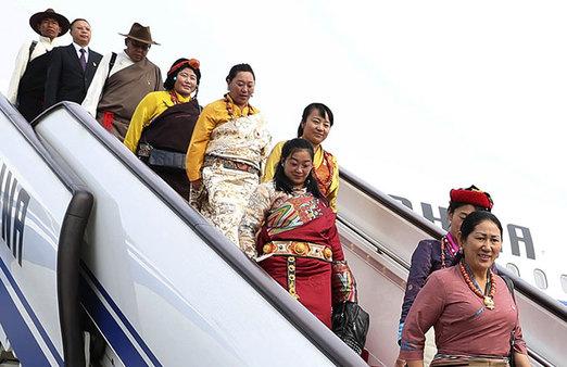 Delegierte für 19. Parteitag der KP Chinas fahren nach Beijing