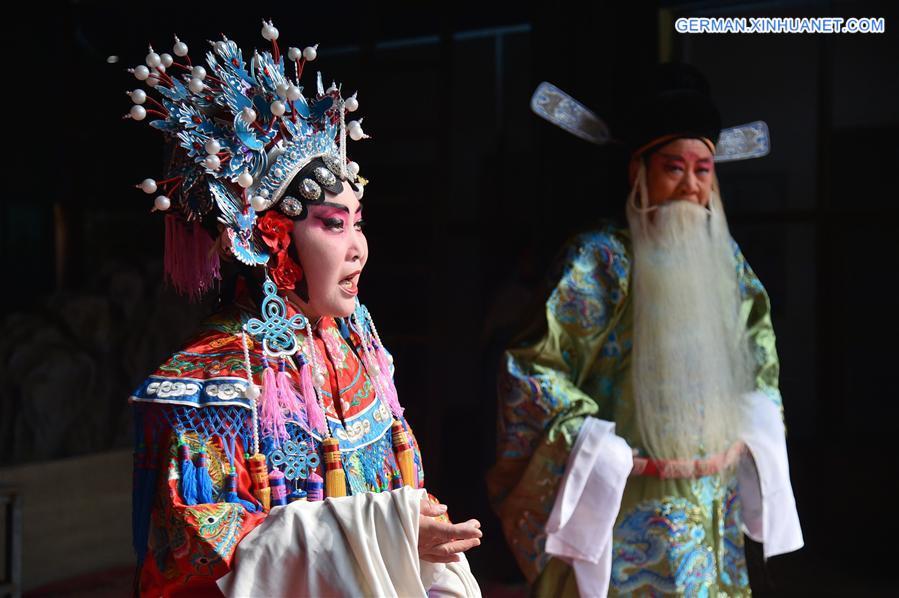 Lokale Oper Sixian in Shijiazhuang aufgeführt