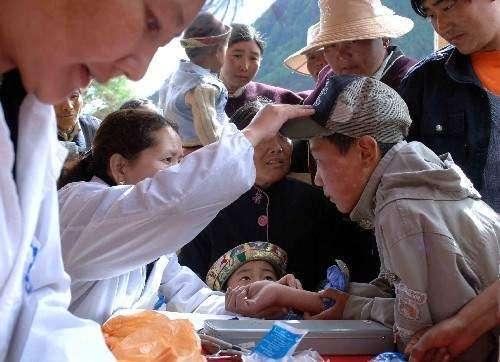 西藏自治区藏医院组织藏医名家到羊八井义诊