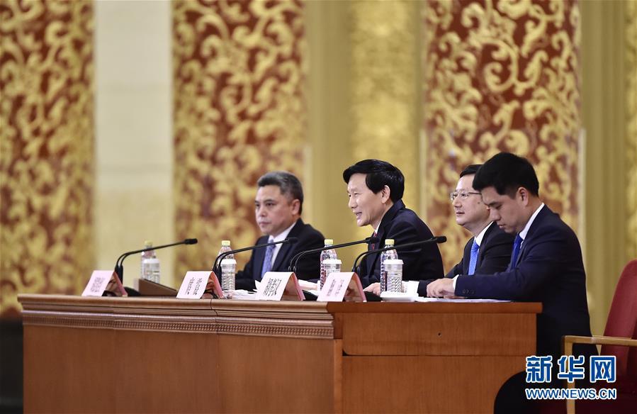 中国共产党第十九次全国代表大会新闻发言人举行新闻发布会