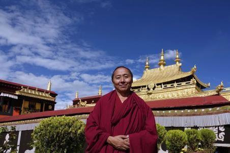 Tibetische Mönche erfahren nette Politik am eigenen Leib