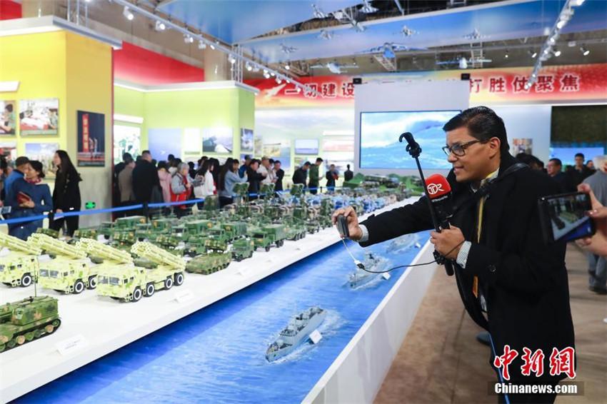Ausländische Journalisten fokussieren sich auf Ausstellung über Chinas Erfolge der vergangenen fünf Jahre