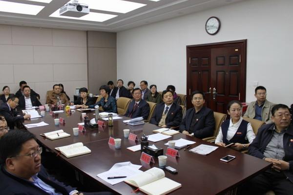青海省委统战部机关党员积极观看十九大开幕式