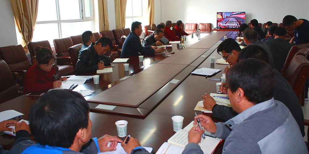 青海藏语系佛学院收看党的十九大开幕