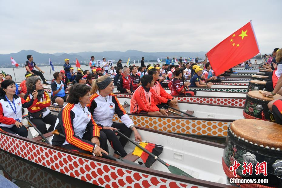 Kunming: 13. Weltmeisterschaft im Drachenboot-Rennen