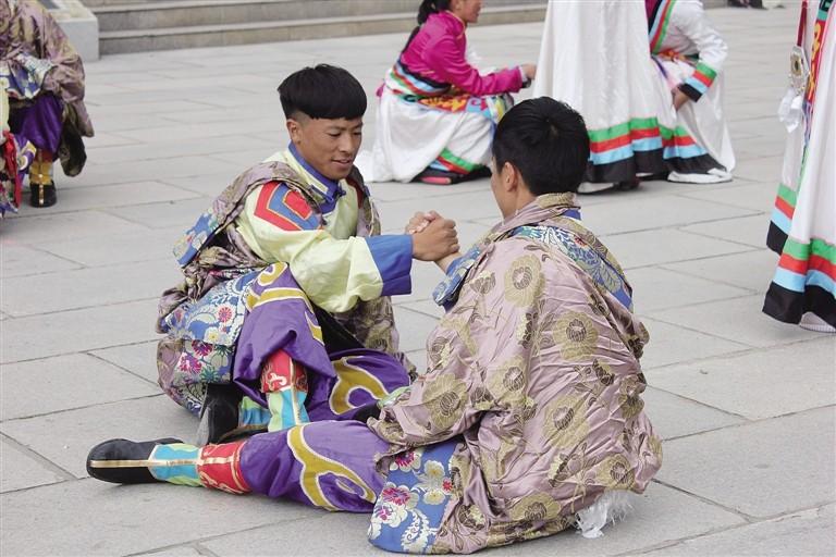 拉萨中学举办首届校园社团文化节