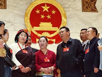 会场外 十九大西藏代表畅谈感受