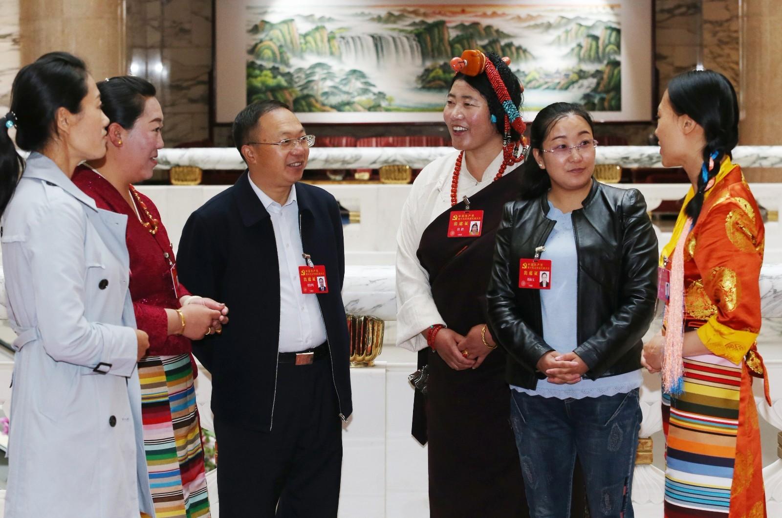 Vertreter aus Tibet auf dem 19. Parteitag konzentrieren sich auf Präzisions- armutsbekämpfung