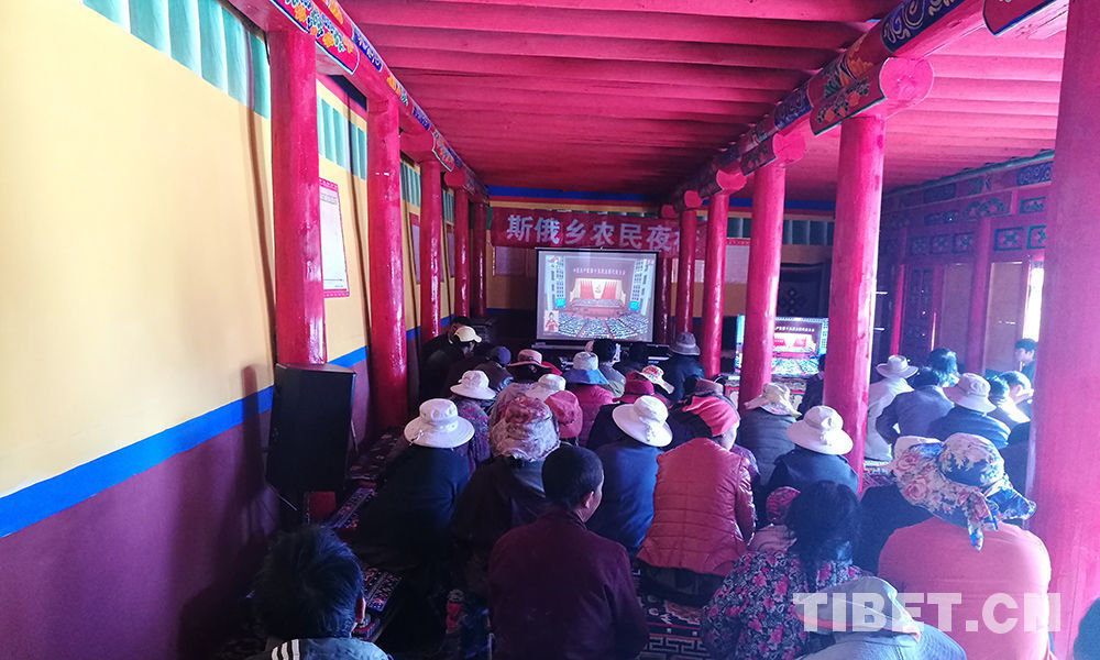 People in SW China watch opening ceremony of 19th CPC National Congress