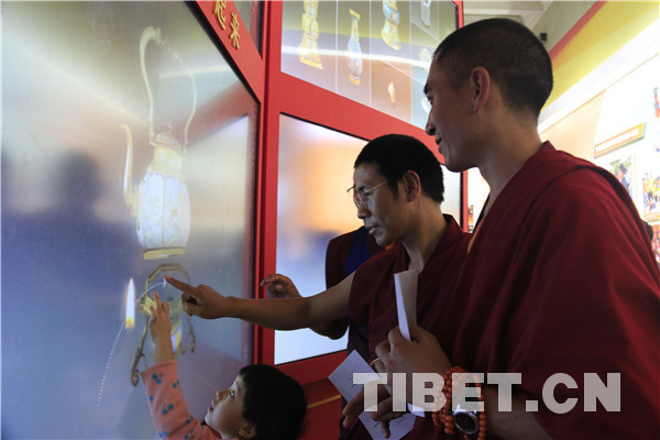 Monks visit exhibition on achievements made over last five years