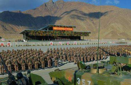 """西藏军区""""老中青""""三代英模同台话党恩颂党情"""